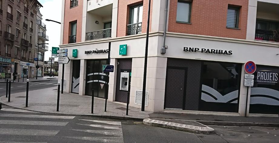photo de la devanture de la banque BNP situé en centre ville avenue Jean Jaures à Sartrouville